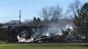 La maison ravagée par les flammes à Belleville