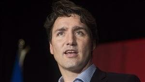 Le premier ministre Justin Trudeau s'adresse aux partisans durant le congrès de l'aile québécoise du Parti libéral du Canada à Montréal, le 30 avril 2016.