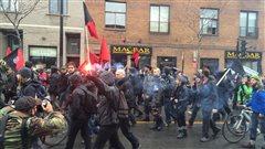 Légers débordements en marge d'une marche anticapitaliste à Montréal