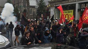 Les manifestants se dispersent au centre-ville de Montréal.