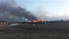 Un feu de forêt force des évacuations à Fort McMurray