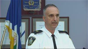 L'inspecteur Max Waddell du Service de police de Winnipeg dit que l'un des buts principaux de la campagne antigang est d'éduquer le public sur les dangers des armes et des gangs de rue.