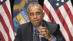 Obama boit l'eau de Flint pour rassurer les citoyens