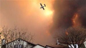 La ville albertaine Fort McMurray est ravagée par les flammes. L'armée canadienne a été appellée en renfort aujourd'hui pour combattre l'incendie de forêt qui fait rage dans le nord de l'Alberta.