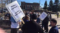 Manifestation à Rouyn-Noranda pour dénoncer l'arrestation d'un activiste