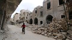 Les armes se taisent à Alep, mais des attaques ont lieu ailleurs