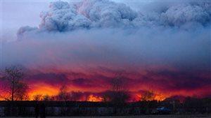 Le feu qui fait rage à Fort McMurray a forcé de nouvelles évacuations mercredi.