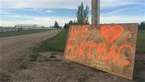 Une pancarte de soutien aux évacués de Fort McMurray