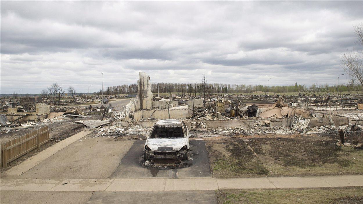 Les dégâts du feu de Fort McMurray visibles dans le quartier de Beacon Hill.