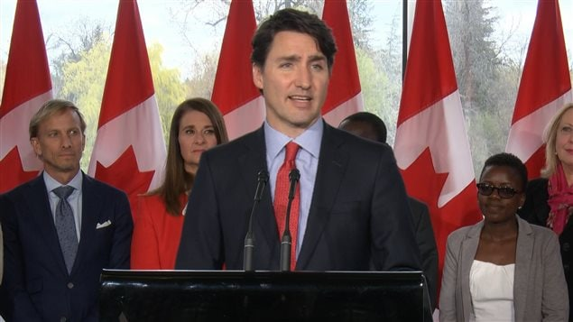 Canada: le gigantesque feu progresse toujours 160509_md8mf_trudeau-fort-mcmurray-aide_sn635