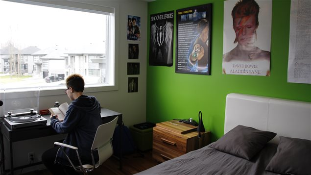 David James dans sa chambre