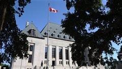 La Cour suprême statue que les employeurs ne peuvent congédier sans motif
