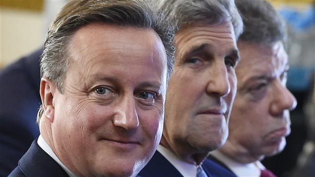 Le premier ministre britannique David Cameron et le secrétaire d'État américain John Kerry