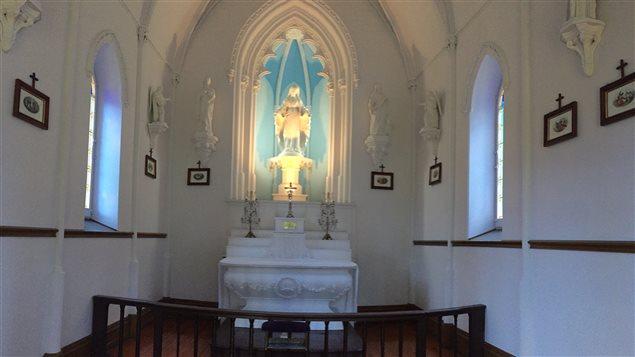 La petite chapelle de la Sainte-Vierge est nichée au centre de la propriété. Sa construction a commencé en 1861 et l'autel est celui qui se trouvait dans la vieille chapelle de la rue Saint-Paul.