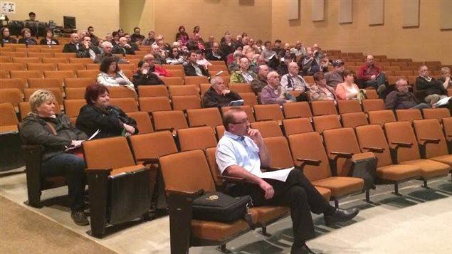 les membres de la coop233rative de dieppe votent pour son