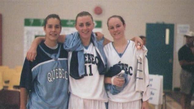 Lizanne Murphy (au centre) avec l'équipe du Québec
