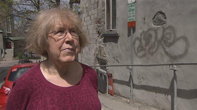 Les graffitis exaspèrent la propriétaire Réjeanne Cyr.