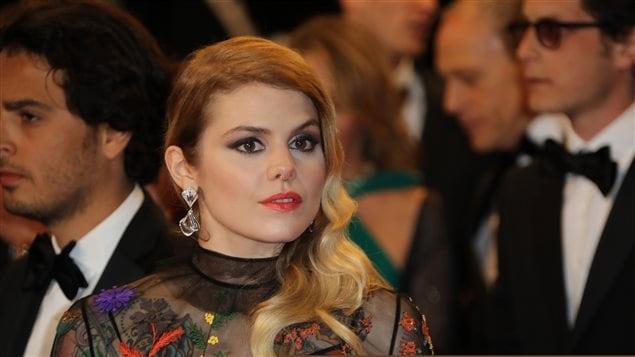 Coeur de pirate sur le tapis rouge du film de Xavier Dolan à Cannes.