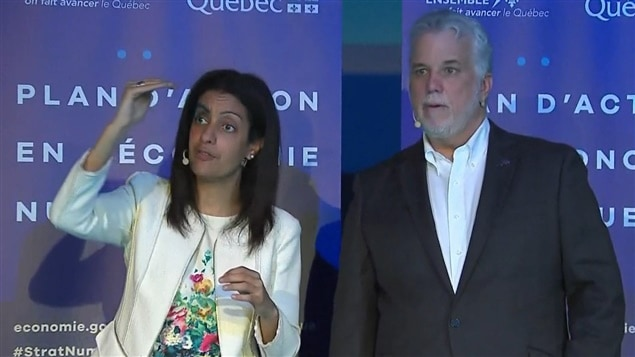 La ministre responsable de la Stratégie numérique, Dominique Anglade, et le premier ministre, Philippe Couilllard, ont dévoilé la Stratégie numérique du Québec.