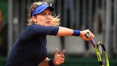 Bouchard avance au 2e tour à Roland-Garros, Wozniak freinée