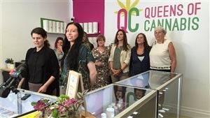 Les copropriétaires de Queens of Cannabis, Tania Cyalune et Brandy Zurborg, en conférence de presse.