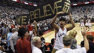 Les partisans des Raptors de Toronto osent croire à la victoire.