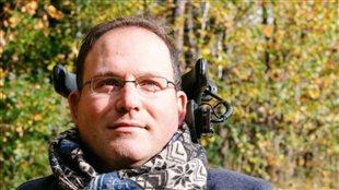 François Marcotte demande l'aide des internautes pour pouvoir prendre plus d'une douche par semaine.