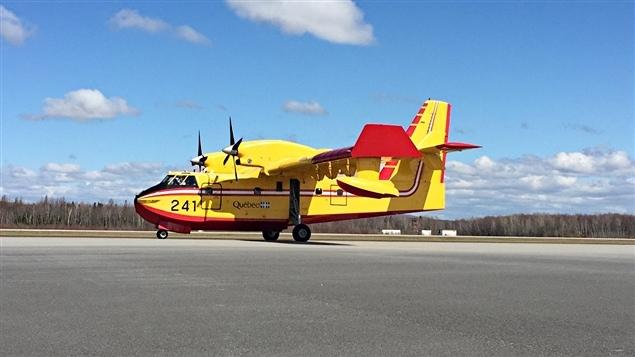 Un avion-citerne de la SOPFEU.