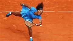 Serena Williams remporte une bataille de deux heures à Paris