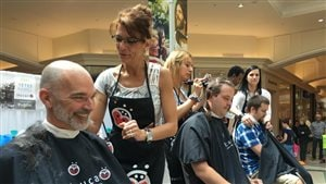 72 personnes se sont fait raser les cheveux pour Leucan à Trois-Rivières