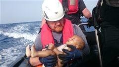 Une nouvelle photo-choc d'un petit réfugié noyé en Méditerranée publiée