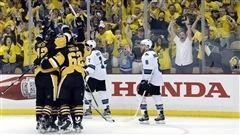 Les Penguins dans le siège du conducteur