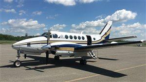 Un avion de la compagnie Nextair, sur le tarmac de l'aéroport de Gatineau.