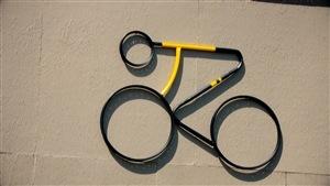 Michel Gab Tremblay crée des oeuvres d'art en recyclant des vélos
