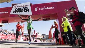 La ligne d'arrivée du 52e marathon de Calgary.
