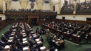 Les excuses officielles de Kathleen Wynne envers les peuples autochtones de l'Ontario.