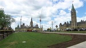 Les grues sont bien visibles sur la colline du Parlement.
