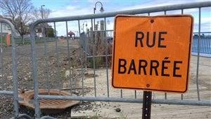 Des barrières encadrent la promenade des Capitaines.