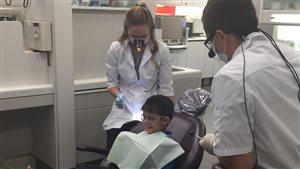 Des soins dentaires gratuits offerts à des réfugiés syriens dans une clinique de Saskatoon