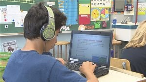 Des enfants présentant un trouble du langage dans une salle de classe