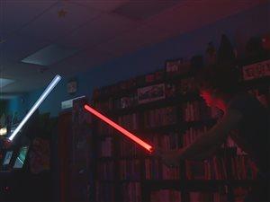 Un combat au sabre laser à Halifax.