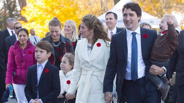 Marylou Trayvilla, à gauche sur la photo, accompagne la famille Trudeau en novembre 2015.