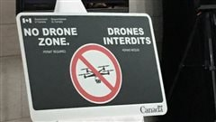 Des panneaux «Drones interdits» près des aéroports canadiens