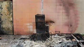 L 39 avenir de l 39 cole bor al toujours en suspens feu de for Centre meuble escompte