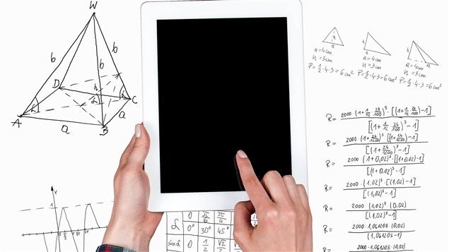 Les algorithmes opèrent un ensemble de calculs informatiques.