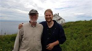 Marc Lapointe et sa relève François Lapointe, récoltent le duvet d'eider sur l'Île Bicquette