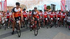 Les cyclistes s'élancent pour le Grand Défi Pierre Lavoie