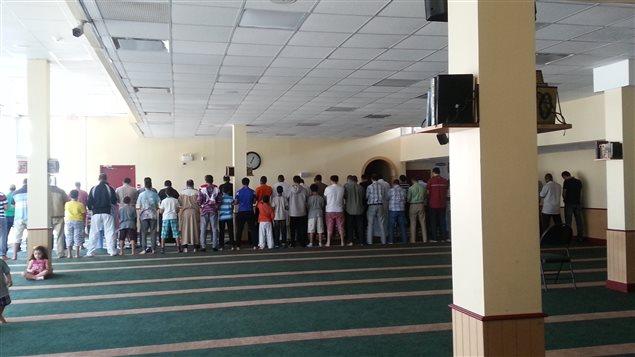 [Image: 160619_iy2y1_mosquee-fideles_sn635.jpg]