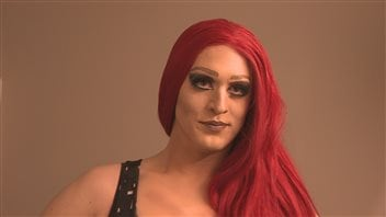 Hellacious Acres : une drag queen au service de la communauté de Regina