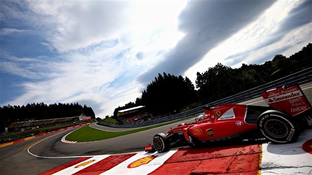 Sebastian Vettel dans le Raidillon à Spa